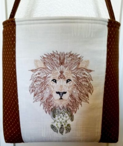 Lion_Zendoodle_Embroidery_desgin_ framed_wildlife_ purse